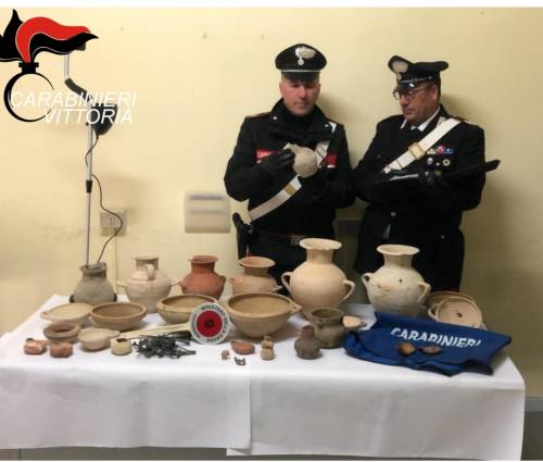 Scavi clandestini nelle necropoli di Ragusa: tre persone denunciate