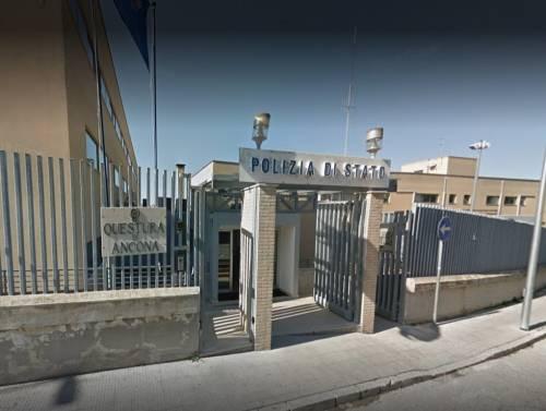 Ancona, rissa a tre per gelosia: tunisino pesta la moglie per strada