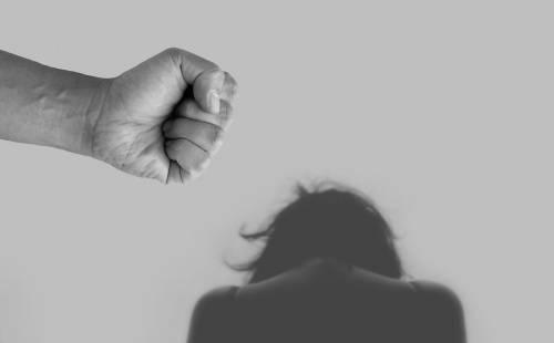 Maltrattamenti, l'incubo di due donne foggiane: arrestati i compagni