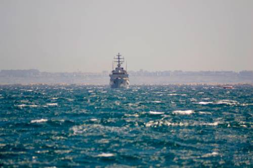 L'Algeria ruba il mare all'Italia e manda migranti in Sardegna