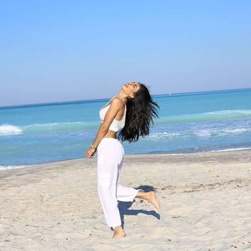 Gli scatti della sexy modella Andreea Sasu
