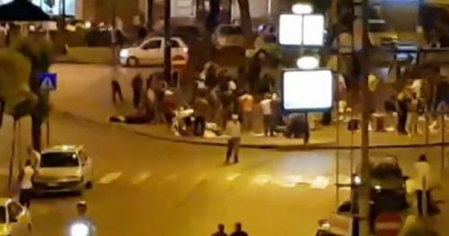 Napoli, ambulante tenta di accoltellare vigili urbani: arrestato