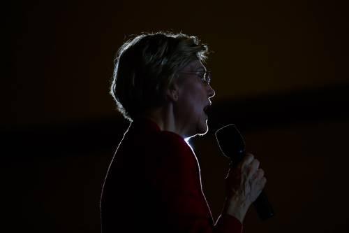 Elizabeth Warren si ritira: le primarie diventano una sfida a due