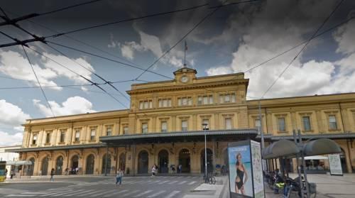 Modena, nigeriani senza biglietto aggrediscono controllori sul treno