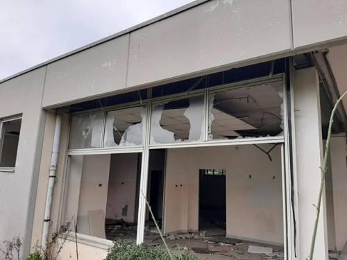 Volontari chiedono una struttura per ospitare i bisognosi, ma l'edificio resta nel degrado