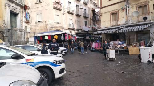 I controlli delle forze dell'ordine nel mercato storico del Buvero 4