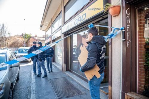 """Entrano armati di coltello e rapinano un """"Compro oro"""", tre anziani in ospedale"""