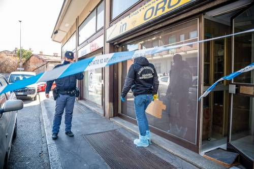 """Entrano armati di coltello e rapinano un """"Compro Oro"""": feriti tre anziani"""