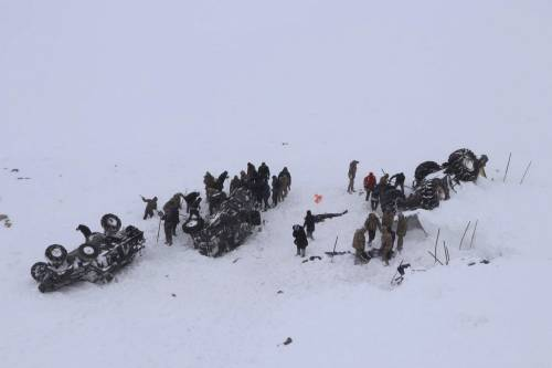 Turchia, valanga travolge soccorritori: almeno 38 morti