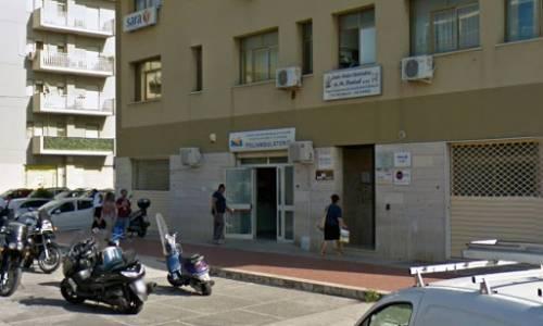 Aggressione dentro il poliambulatorio: medico picchia un dipendente Asp