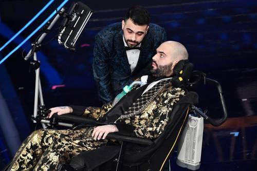 Sanremo, sul palco il coraggio e la forza di Paolo Palumbo, cantante malato di SLA