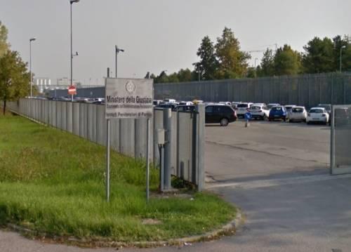 Parma, nuovo incendio del marocchino: altri 3 poliziotti in ospedale