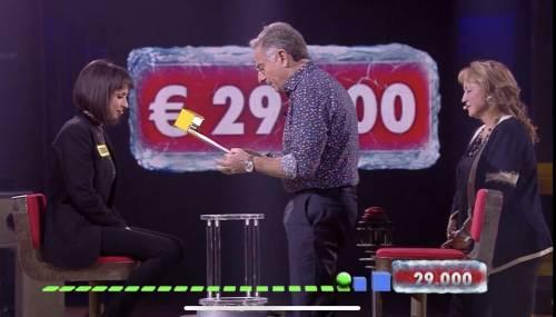 """Avanti un altro, Paolo Bonolis scatena la risata della concorrente: """"Non è pecorina"""""""