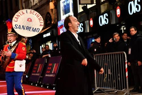 Roberto Benigni si prende la scena a Sanremo 3