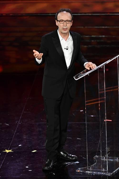 Roberto Benigni si prende la scena a Sanremo 8
