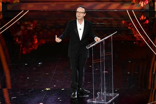Roberto Benigni si prende la scena a Sanremo 9