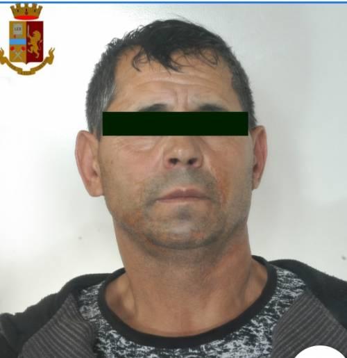 Accecato alla gelosia accoltella la moglie per ucciderla: arrestato rumeno
