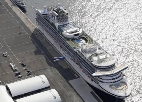 """Via all'evacuazione della nave: """"Italiano infetto volato in Usa"""""""