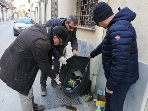 Rifiuti non conformi: task force della polizia municipale per stanare i furbetti