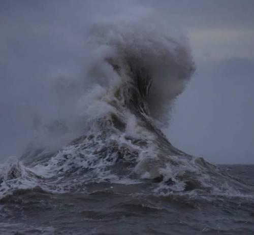 Tempesta Ciara, la Francia chiude la Tour Eiffel per forte vento