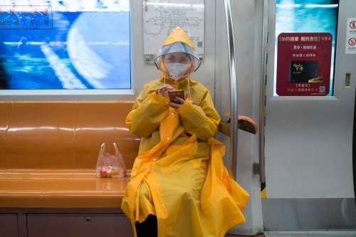 Lo studio choc: il coronavirus resiste fino a nove giorni sulle superfici