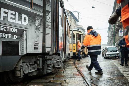 Milano, tram deraglia in via Coni Zugna 4