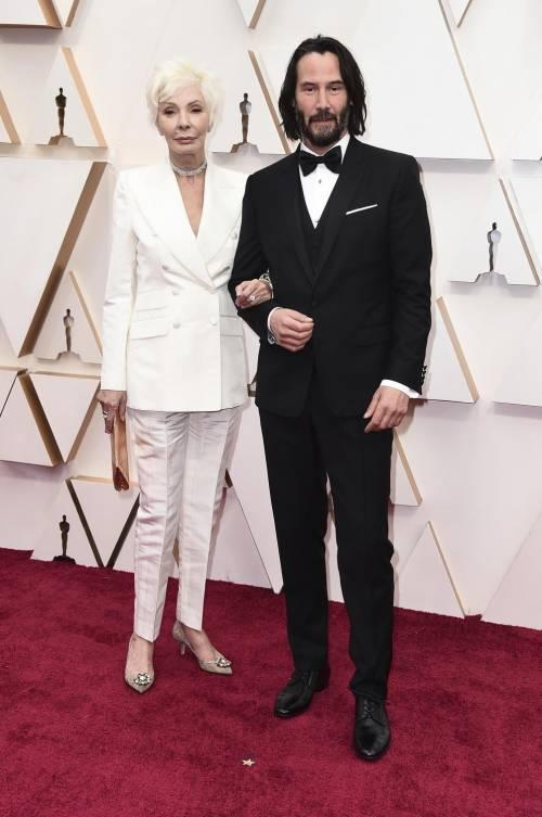Keanu Reeves agli Oscar con la madre, ma i fotografi la scambiano per la fidanzata