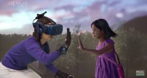 """Incontra la figlia morta quattro anni fa: il """"miracolo"""" della realtà virtuale"""