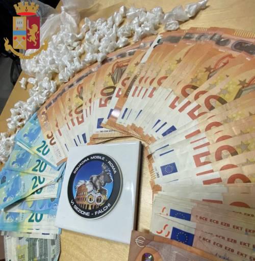 Blitz antidroga della polizia: sequestrate 500 dosi di cocaina e due pistole