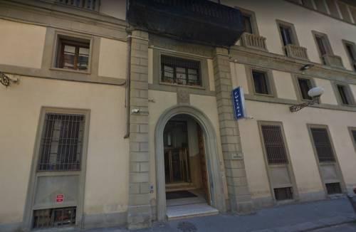 Firenze, tentato stupro e rapina: 30enne pestata finisce in ospedale