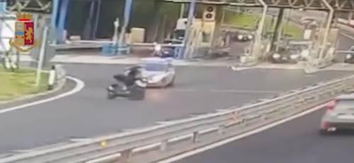Contromano in tangenziale senza casco: 10mila euro di multa per il centauro indisciplinato
