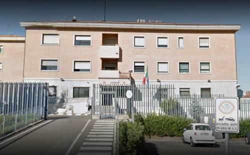 Modena, magrebina sfrattata devasta caserma e ferisce 2 carabinieri