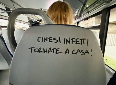 """Cinesi infetti tornate a casa"": la scritta choc sul bus Cotral"