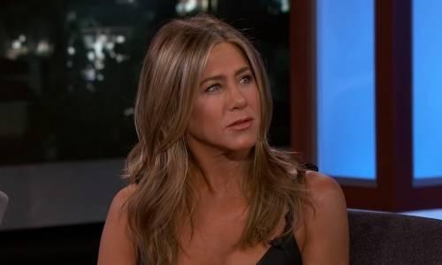 Jennifer Aniston infiamma la rete a 51 anni