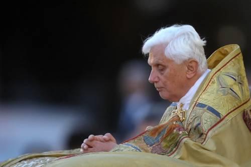 """""""Infezione al viso, ora parla appena"""". Le ore più difficili di papa Ratzinger"""