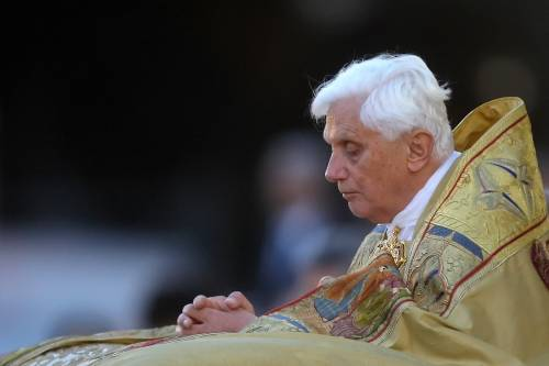"""Papa Ratzinger non parla più: """"Ora Dio mi insegna il silenzio"""""""