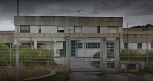 Caos nel centro per i rimpatri di Macomer: risse e aggressioni agli infermieri