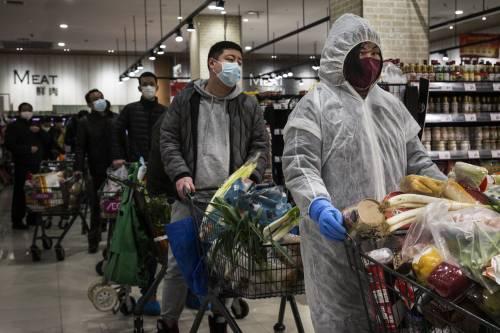 Morto il capo-medico di Wuhan. L'Oms: l'epidemia non rallenta