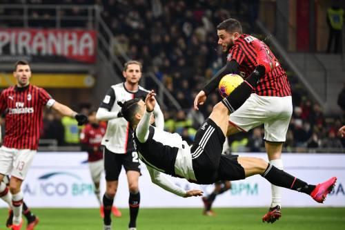 Milan-Juventus, fallo di mano di Calabria: scoppia la bufera
