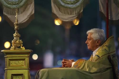Le lacrime e il testo occultato: il dramma segreto di Ratzinger