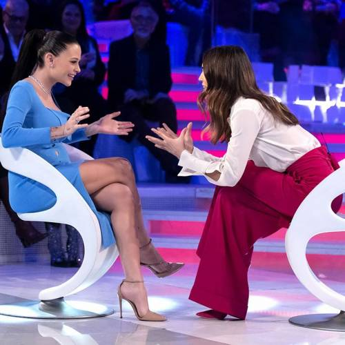 """Silvia Provvedi svela: """"Sarà una bambina"""". E parla di Corona"""