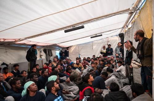 Altro che navi in quarantena: 194 migranti verso Messina