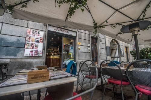 Coronavirus, a Milano bar aperti dopo le ore 18