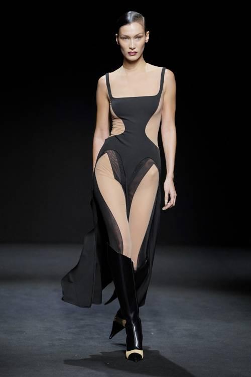 Bella Hadid sexy a Parigi