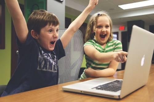 Le lezioni in chat e quiz online La scuola che non teme il virus