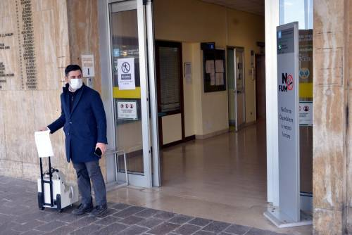 Sanità lombarda sotto assedio Terapia intensiva, letti al limite