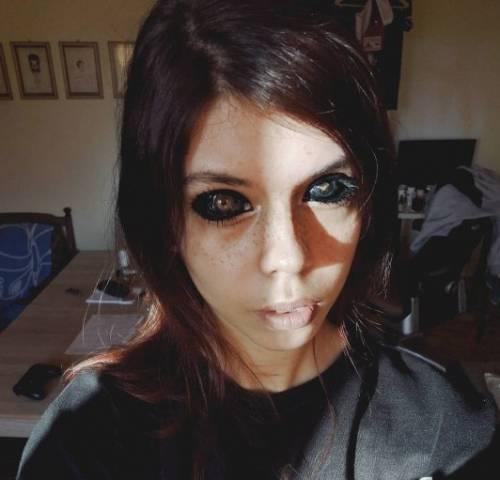 Tatuaggi sugli occhi e perde la vista