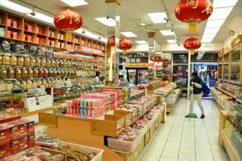 """I negozi cinesi si mettono in 'quarantena': """"Chiusi per senso civico"""""""
