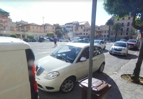 Genova, chiede aiuto ad 82enne e tenta di derubarlo: preso magrebino