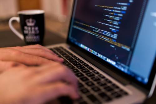 """Guasto alla rete, blackout per Tim. Hackerata """"Ho"""": rubati i dati"""